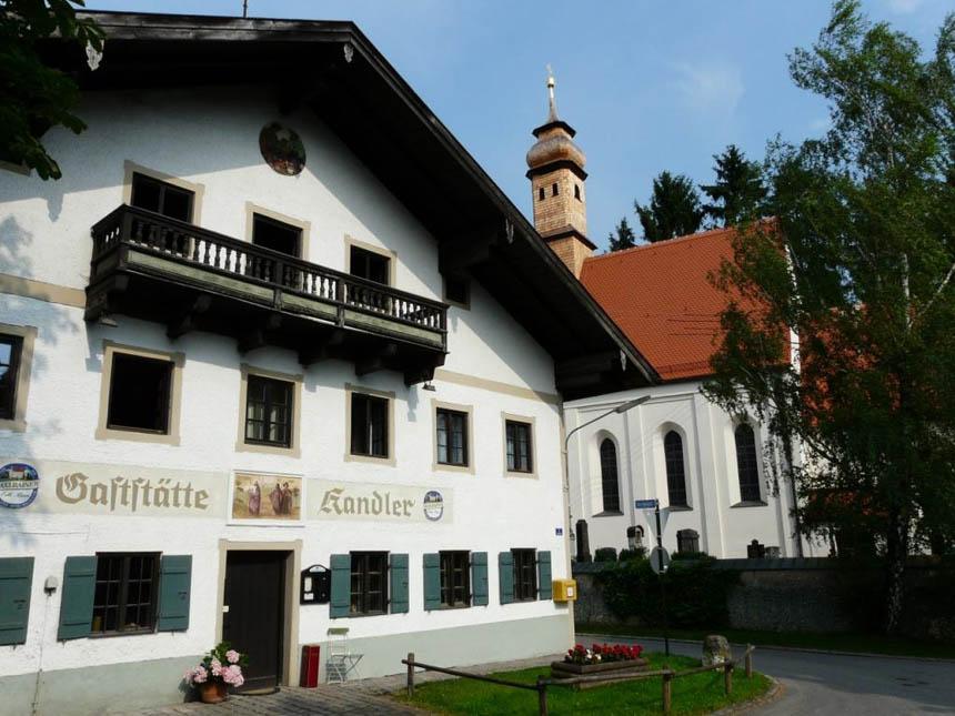 Kandlerwirt_mit_Kirche