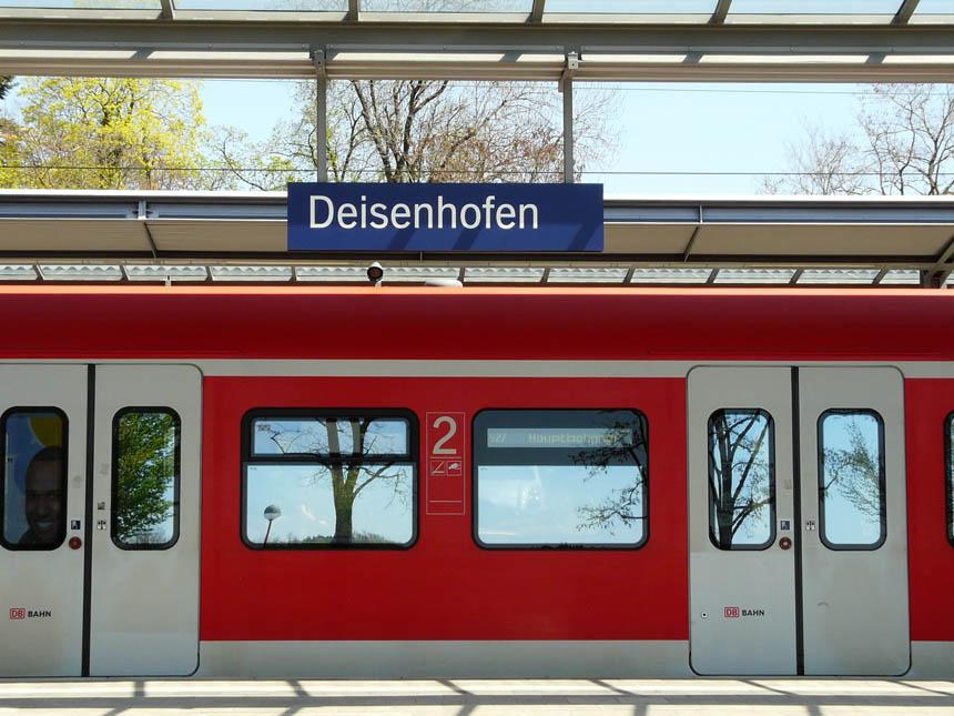 S-Bahn_am_Bahnhof_Deisenhofen